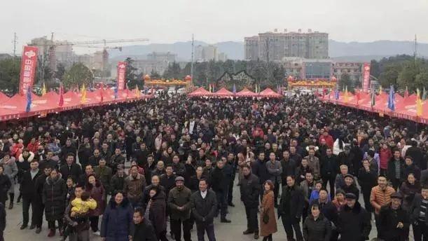 暖心!汉中西乡贫困户刮出30万元大奖激动落泪