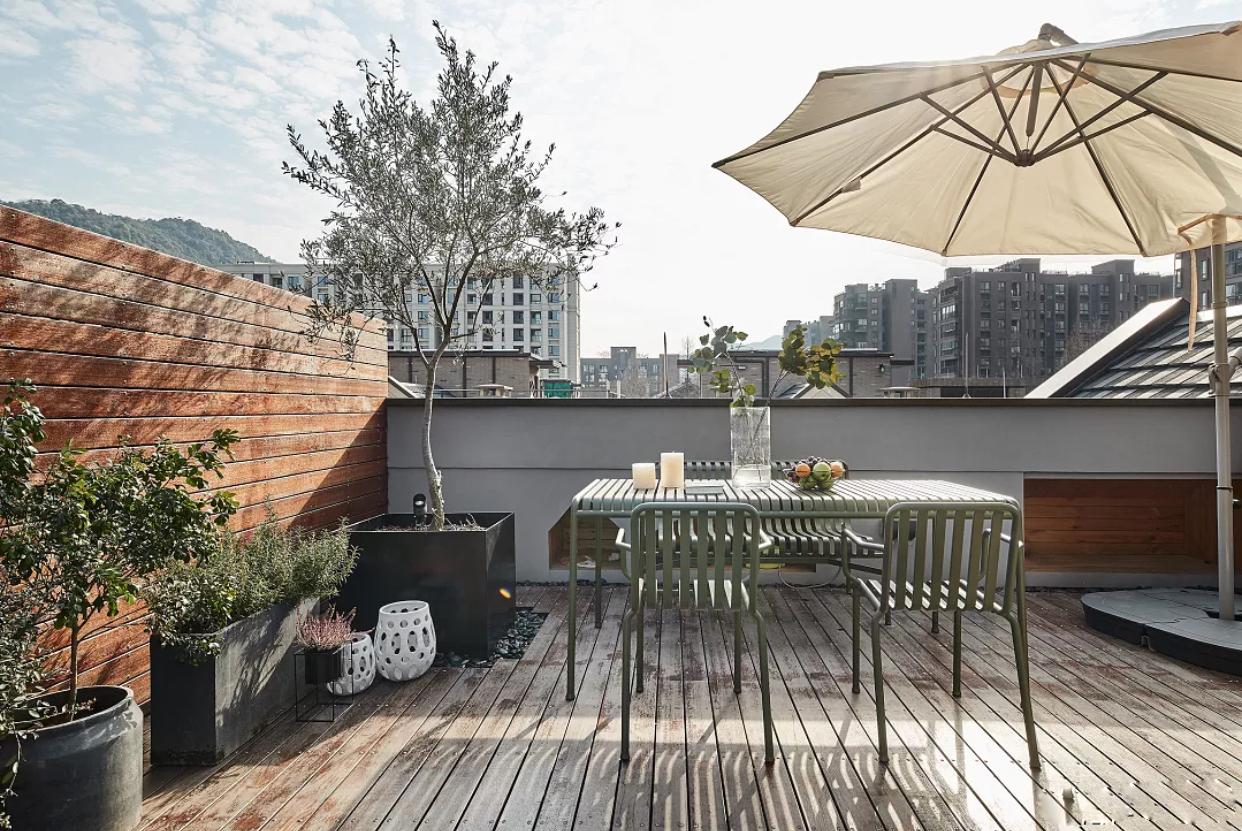 以后有钱了,阳台也要这样装,效果美极了,待在家里都不想出门!