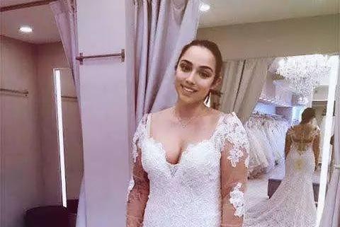 准新娘专门为爱犬定制婚纱用来参加自己的婚礼:它是我的孩子