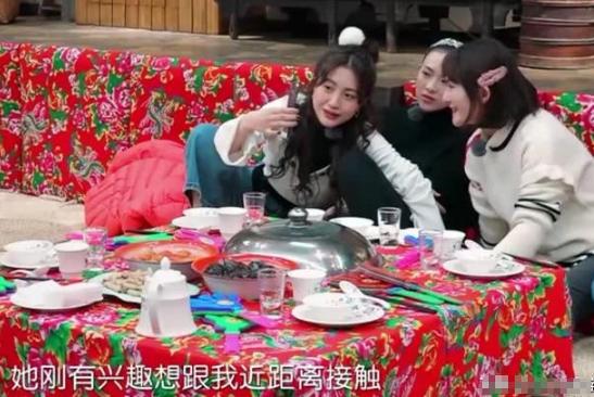 饺子对张嘉倪发脾气,包文婧的处理过于溺爱,观众:家教差太多!