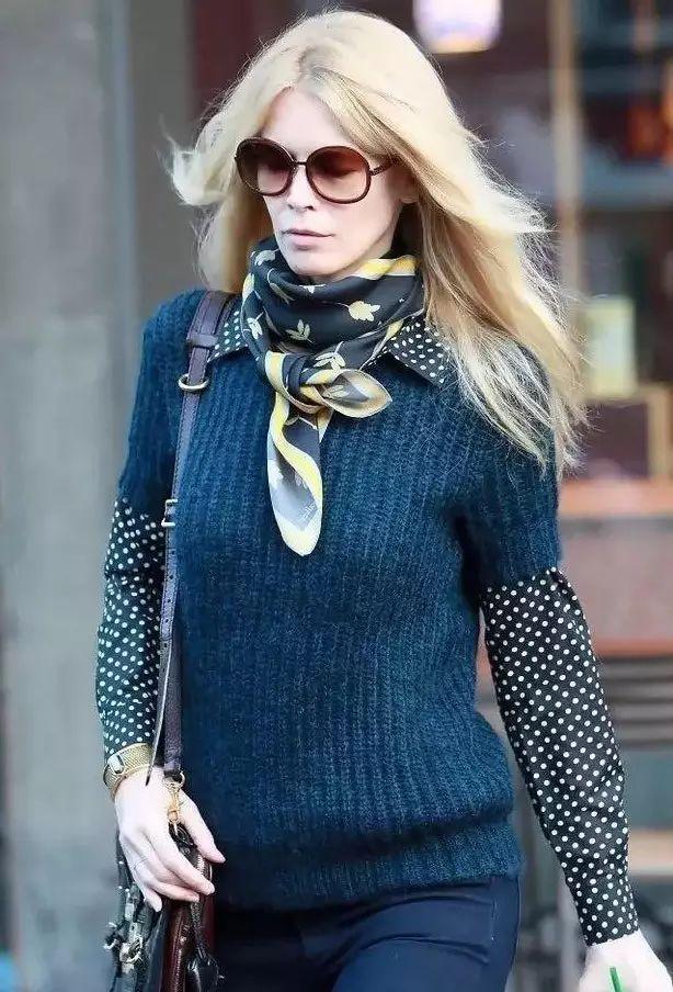 丝巾的三种系法能搭出N套造型,时尚就是这么简单!