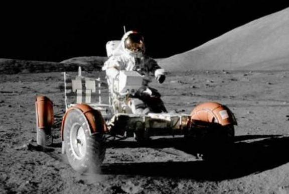 美国登月阴谋论者:宇航员登月之后并未返回地球,而是葬身月球