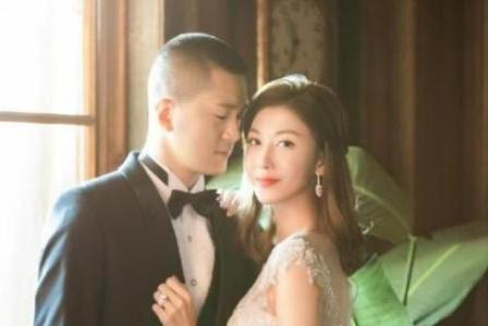 新晋人妻李彩桦现身名店血拼,打扮精致贵妇感十足