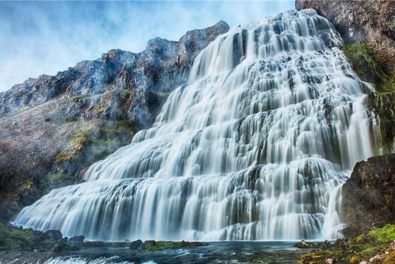 全球最诡异的瀑布:每到夏天就流血,专家研究出其中内幕