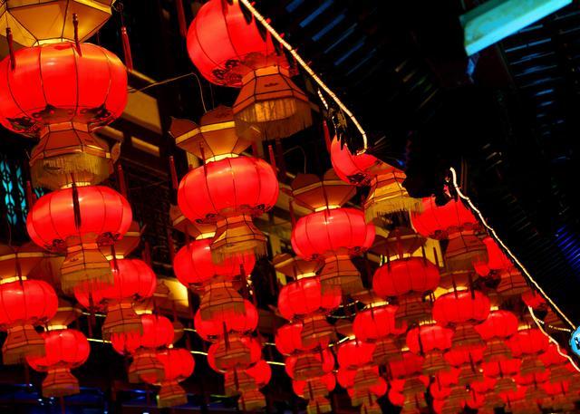 喜气洋洋元宵节,正月十五月儿圆,欢庆风俗代代相传