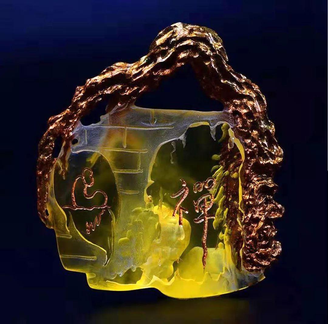 琥珀雕刻大师胡庭峰雕刻作品:《老树盘根禅意悟道》