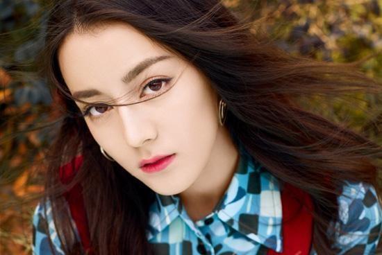 我们的迪丽热巴美不美?韩国人给出这样评价:这是人类的面孔吗?