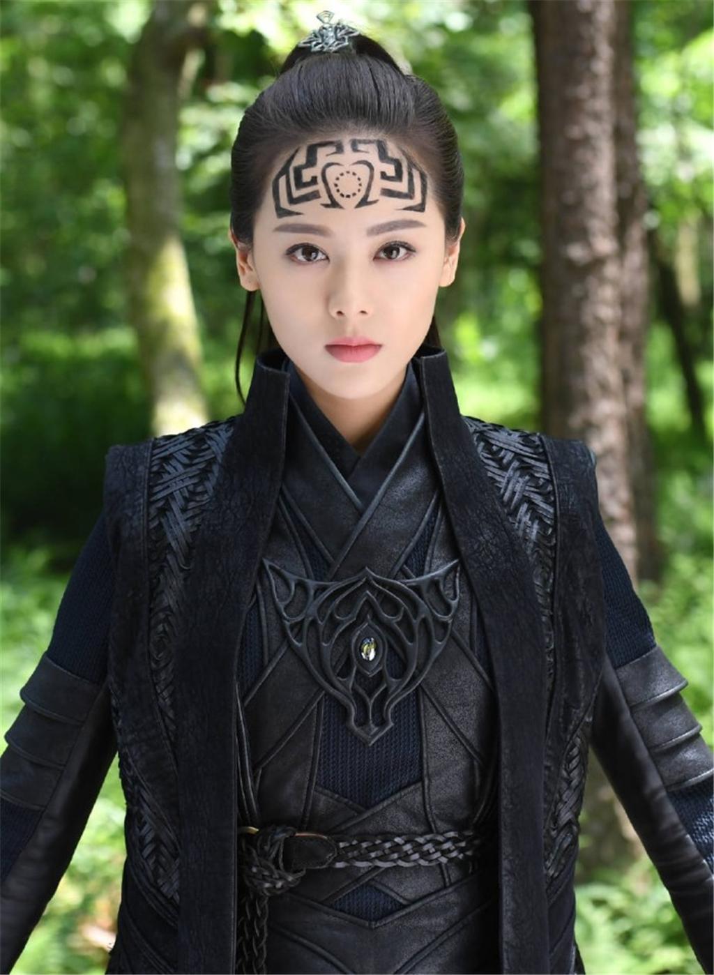 异能小说:且看女主重拾符术,慧眼断阴阳,妙手绘灵符终成符师!