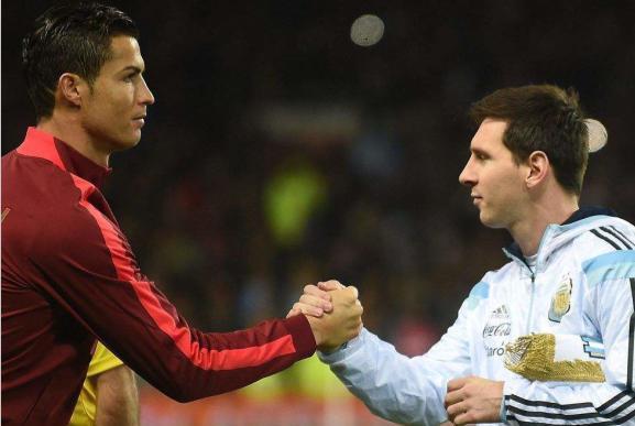 梅西和C罗谁才是现役第一人?名帅和球员们的评价让人一目了然!
