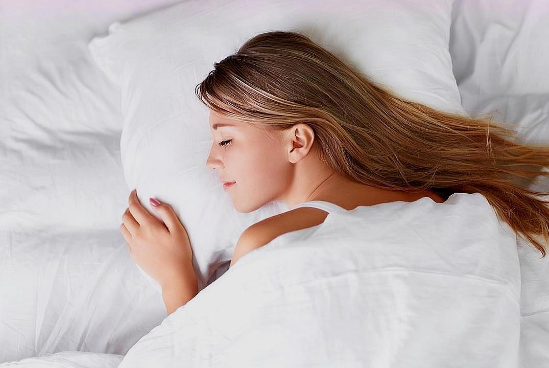 睡眠是必要的吗?科学家发现雄性果蝇可以一辈子不睡觉