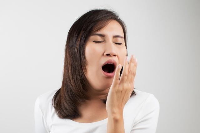 天天刷牙,牙齿还发黄发臭?教你6个笨方法,5分钟让你牙齿白又亮