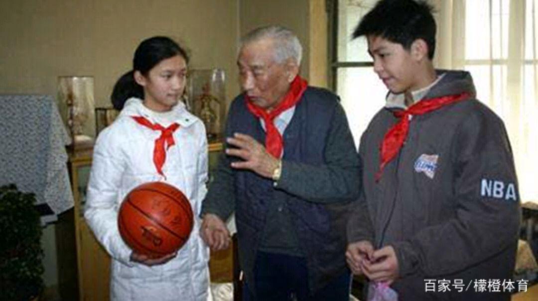 篮球名人堂中国首人,影响力不逊姚明,生前愿望感动亿万国人!