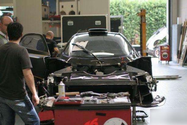 小车企蕴藏大能量?50多人邋遢造车,偏偏造出顶级超跑碾压法拉利