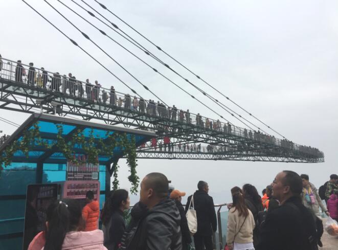 围观《流浪地球》打卡重庆奥陶纪景区 2019春节长假流行新奇酷