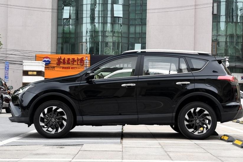 本田CRV和丰田RAV4应该怎么选?老司机:一个运动一个实用你说呢