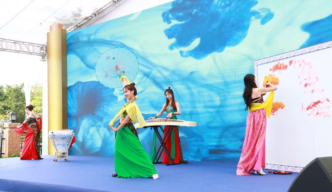 第十四届深圳创意十二月之第三届松岗琥珀创意艺术节开幕式创意节目表演