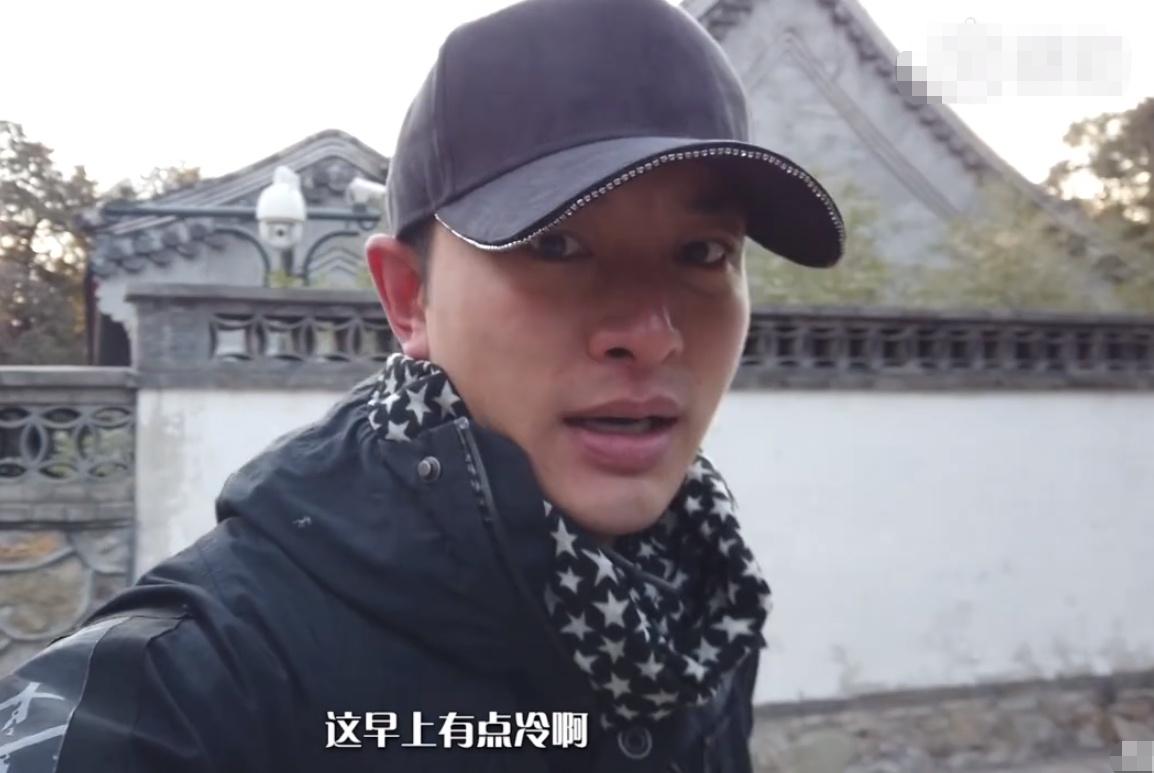 今非昔比!贾乃亮独自爬香山,5年前他曾背着李小璐爬上这座山