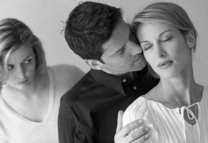 """男人变心,女人为什么能很快发现?这些""""地方""""藏不住"""