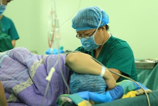 在产房里,为何产妇分娩时会感觉很冷?大夫说了答案,别不知道了