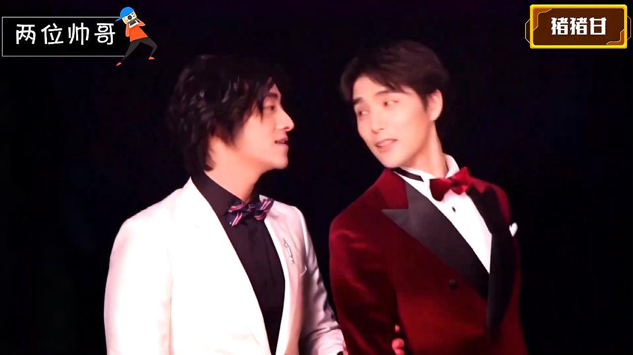 郑云龙和阿云嘎双人合影封面的《双云别册》,两个都好帅