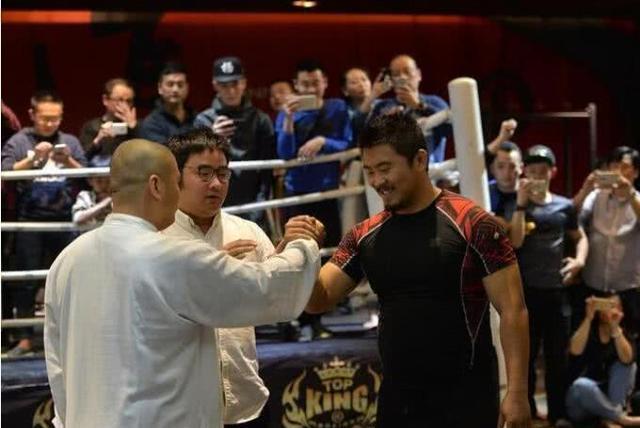 太极雷雷指出传统武术比现代搏击更适合实战:拳不如掌,掌不如指