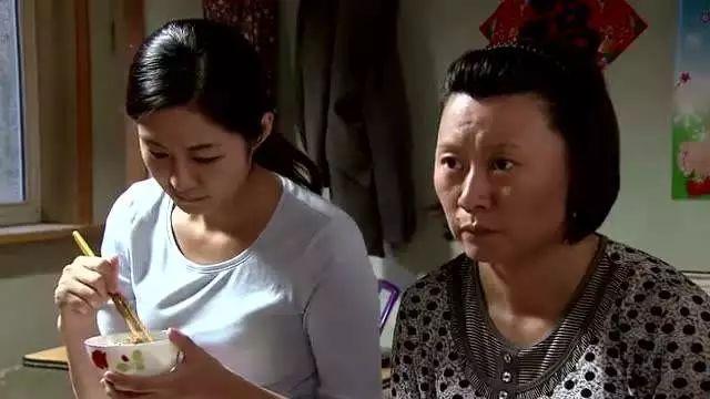 父亲去世不久,母亲与女儿同时怀孕,女儿气得要断绝母女关系!