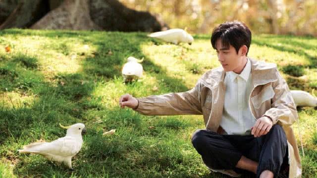 朱一龙最新写真照,造型百变帅气满分,网友表示好想要一个小公爷