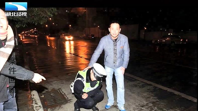 """宝马撞的士 醉酒女司机现场撒酒疯 攻击交警""""下三路"""""""