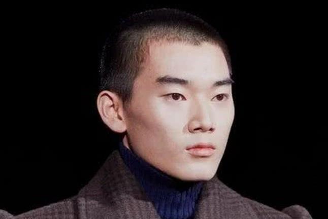 林依轮的二儿子进入时尚界,才17岁的他已经获得了国际认可