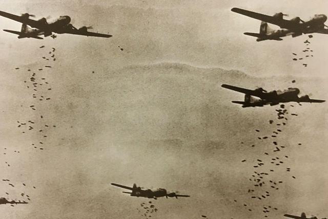 美国够狠!不仅投原子弹,还对日本98个城市投下16万吨燃烧弹!
