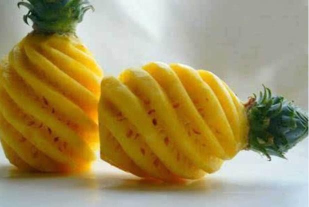 菠萝新吃法,不用刀不削皮,轻松吃到果肉,还不浪费果汁,太实用
