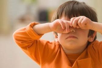孩子在公众场合胡闹,不仅丢人还尴尬,学会这五步轻松解决问题