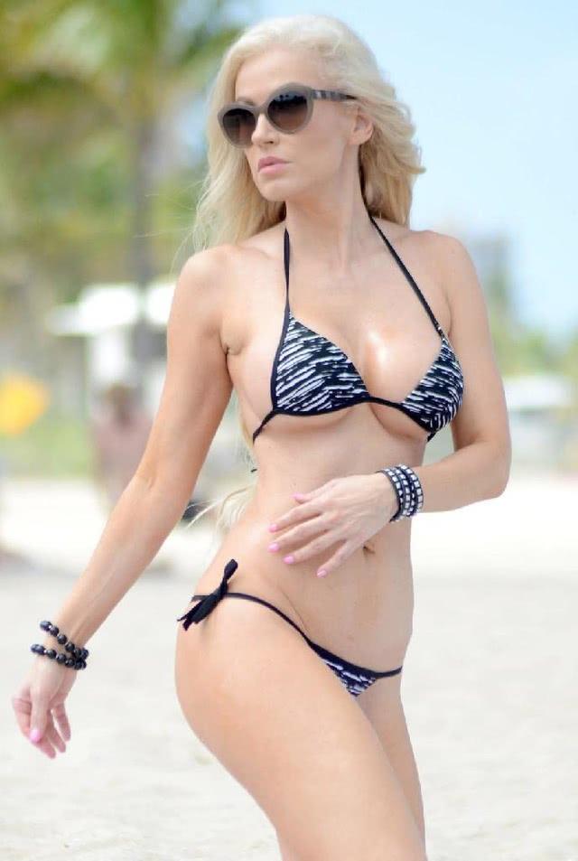 欧美超模安娜比基尼现身海滩, 大秀完美身材