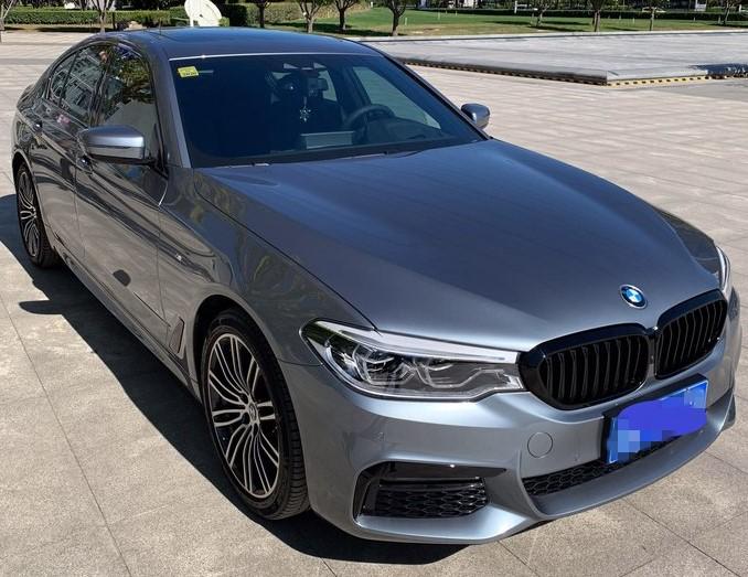 男子花54万买辆宝马540i,提车后朋友称看到这个车身颜色就心动