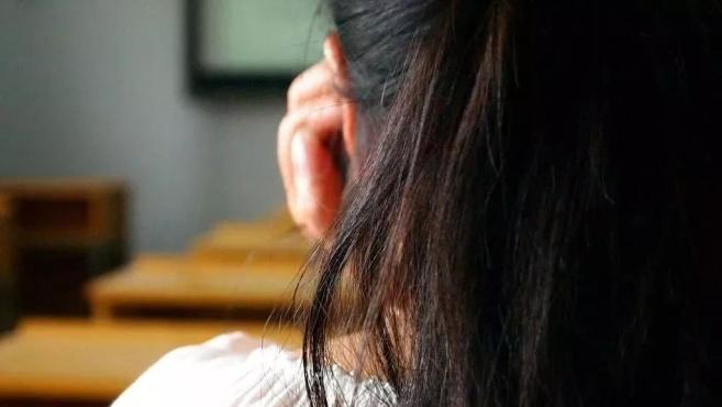 13岁女童控诉父亲性侵,妈妈暴怒报警,没想到……竟然反转了!