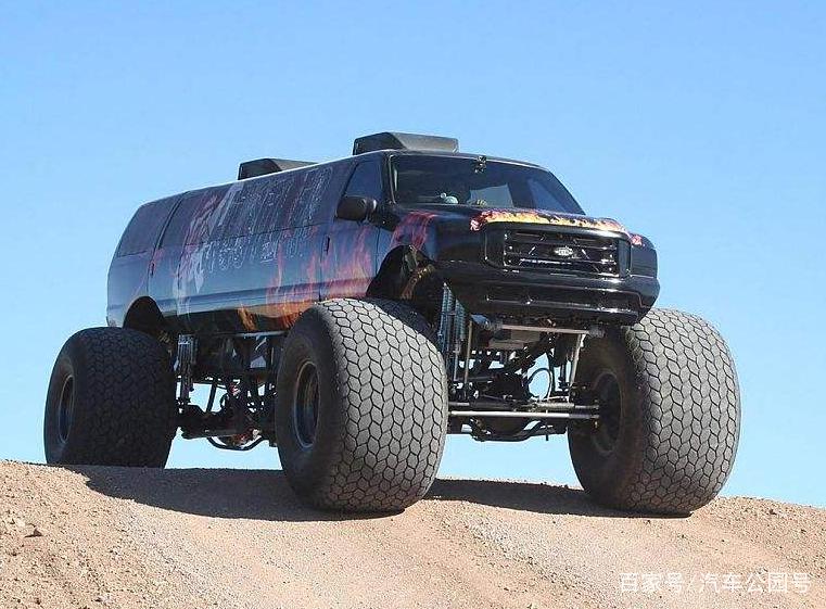 """改装最大""""福特越野车"""",轮胎高达1.7m,上车得用梯子!"""
