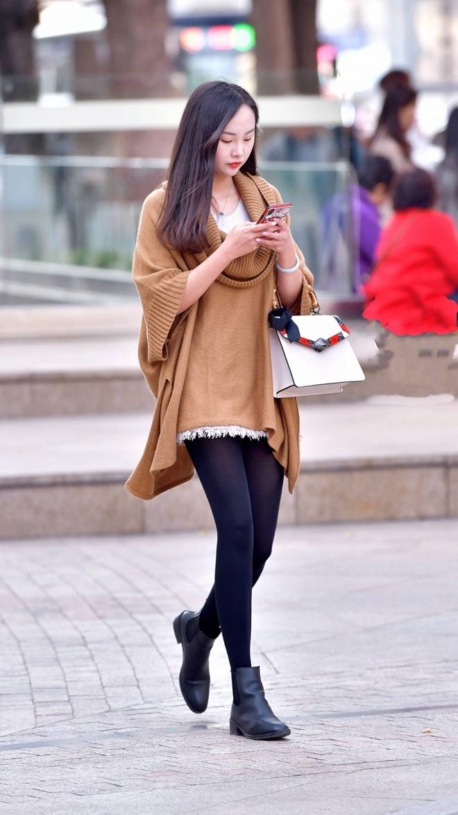 毛衣中的照片下载一件针织动态,脚踩一双图片气质搭配一条美女裤,皮靴打底火辣性感黑色迅雷身穿图片