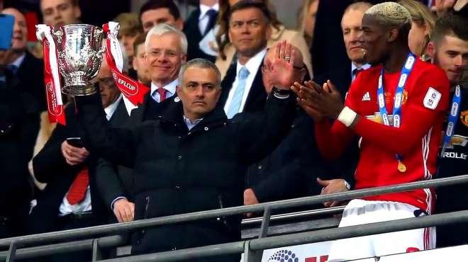 穆里尼奥执教曼联生涯回顾 欧联杯夺冠高光双红会大败黯然