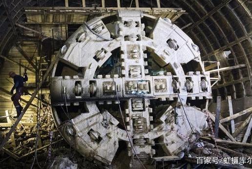 基建狂魔在莫斯科建功,国产盾构机让俄媒惊艳,千米隧道立刻挖好