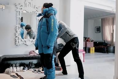 汪峰给章子怡挑衣服,毫不犹豫选出这身,一句话暴露了老婆身材