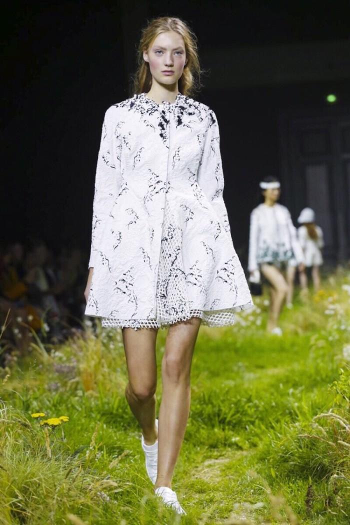 时装周:时尚模特小姐姐走秀,姿态妩媚动人,散发出女性