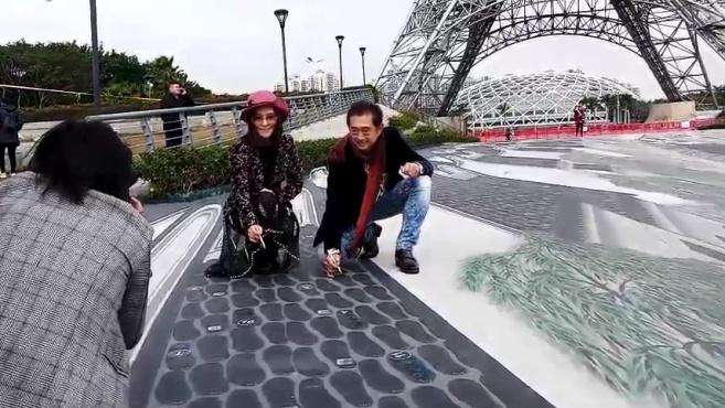 神奇!文华公园5D画里的船会动,喷泉随着音乐跳舞,市民都来围观