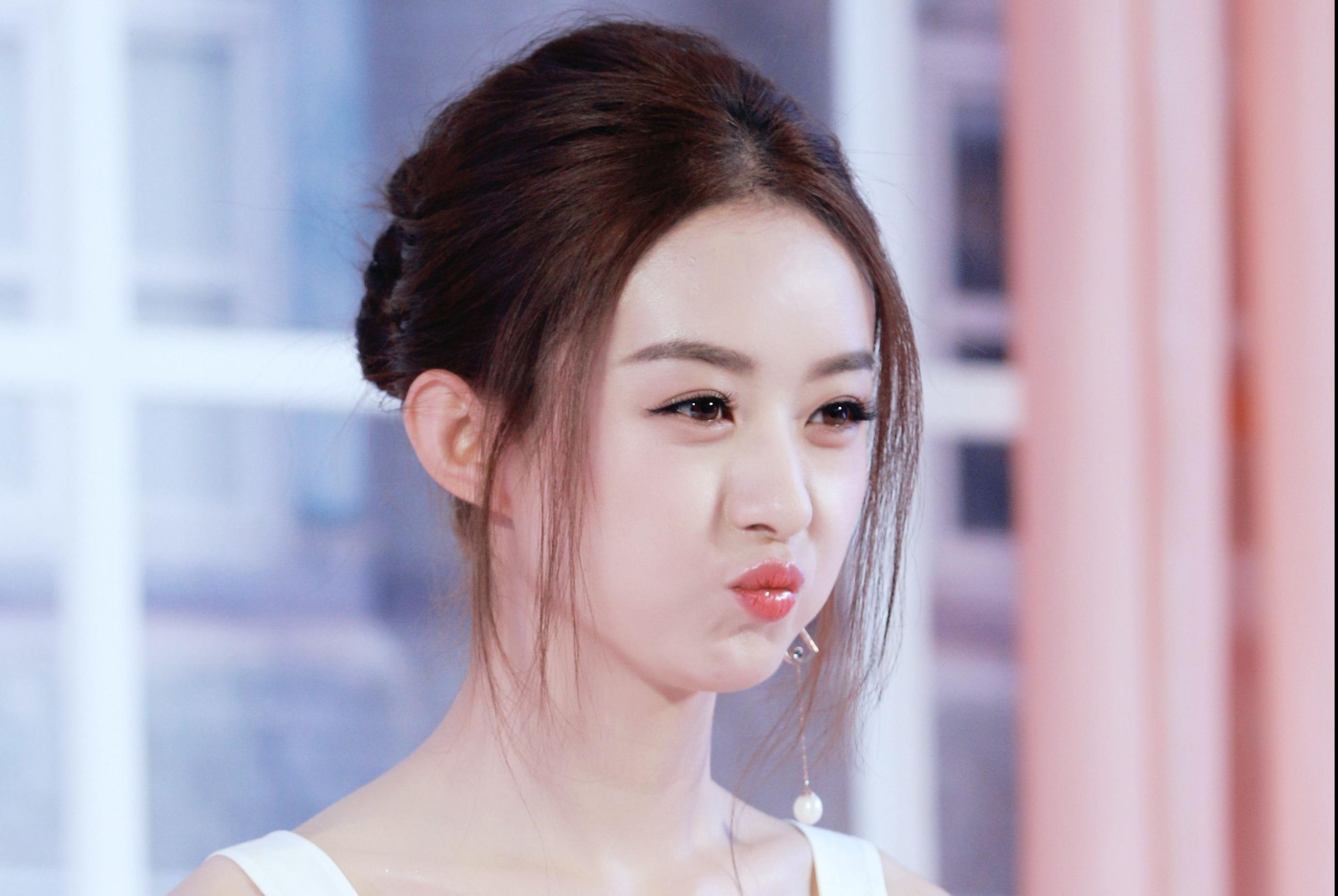 于妈接受采访谈到赵丽颖,她内心比外表坚韧太多,陆贞很适合她演