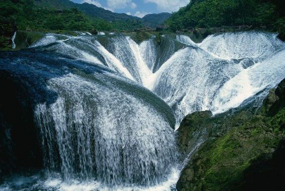 """中国""""最诡异""""瀑布,下雨时出现新娘身影,游客:仙女下凡了!"""