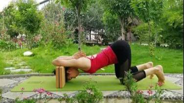 倒立对身体益处多多,七个针对性体式,让你快速掌握瑜伽头倒立图片