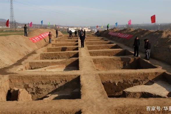 """远古遗址挖出""""骨灰缸""""被丢弃,2年后专家痛哭:怪我们学术不精"""
