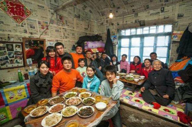 东北人喜欢在热炕头吃饭,南方人表示不理解,东北人回怼亮了