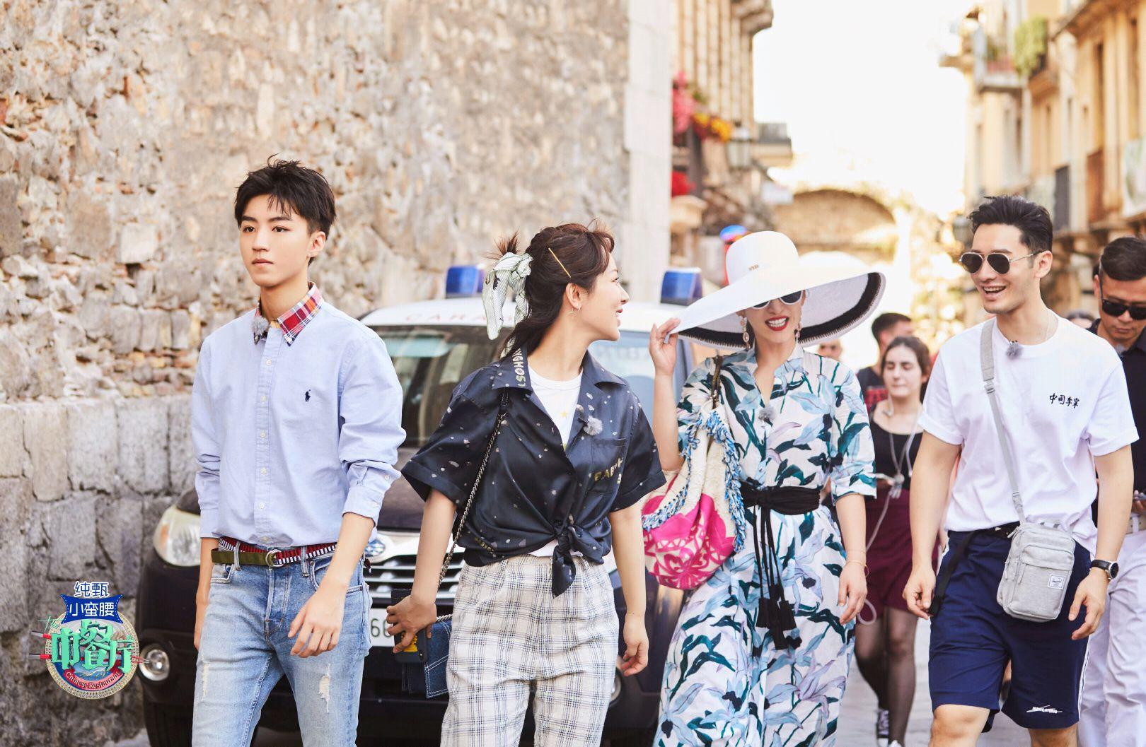 《中餐厅》颜值担当:王俊凯和杨紫大型时尚秀,梳头姐弟太会穿了