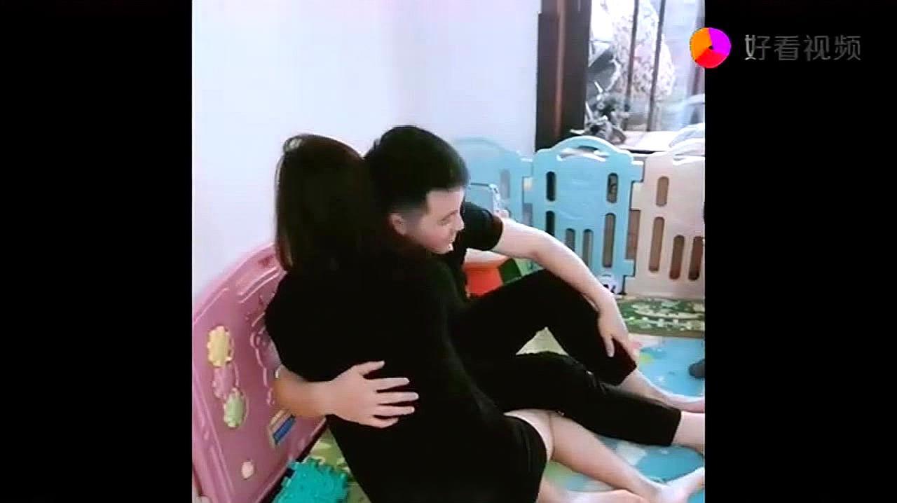 姨夫一抱美女小姨,外甥的反应绝了,太不把姨夫放眼里了,哈哈哈
