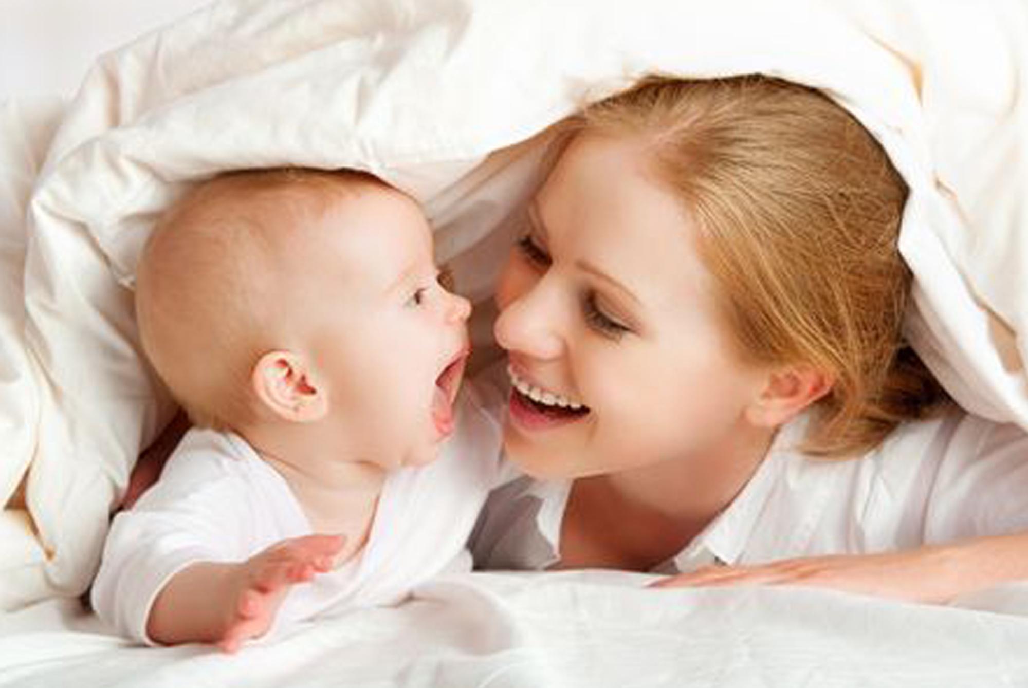 宝妈不给宝宝喂母乳,遭亲戚婆婆的指责,掀开衣服众人心疼